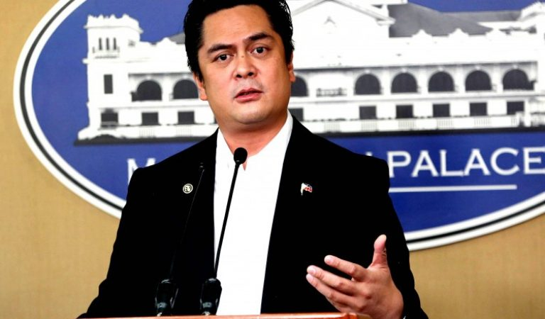 Palace belies 'keyboard army' allegations