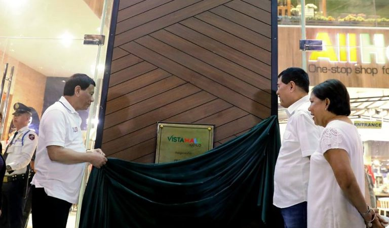 Pres. Duterte at Inauguration and Formal Opening of Vista Mall [IN PHOTOS]