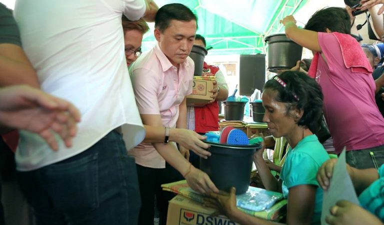 Sec. Bong Go Visits Fire Victims in Parañaque City