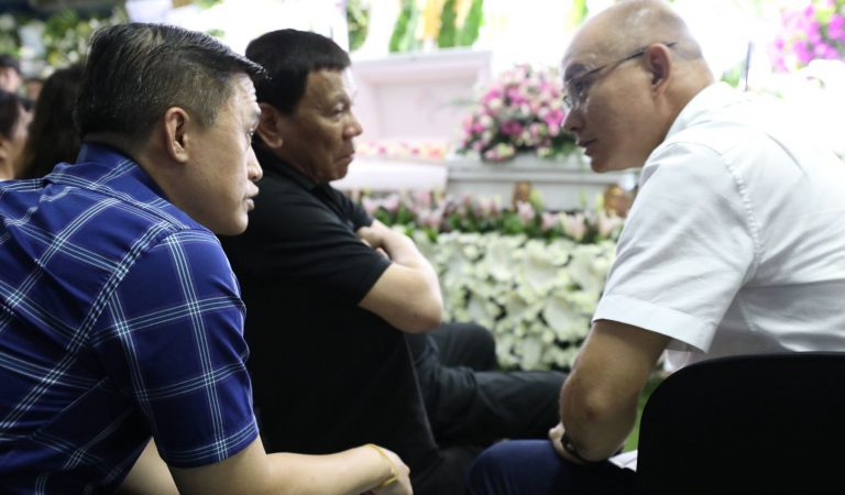 Pres. Duterte at the Wake of PNP Chief Albayalde's Mother [IN PHOTOS]
