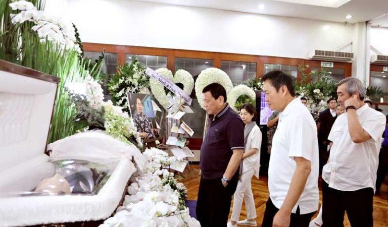 Duterte visits Henry Sy's wake