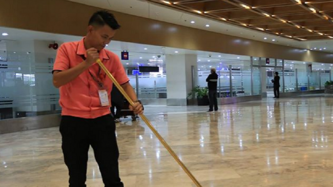 Honest NAIA janitor lauded for returning money