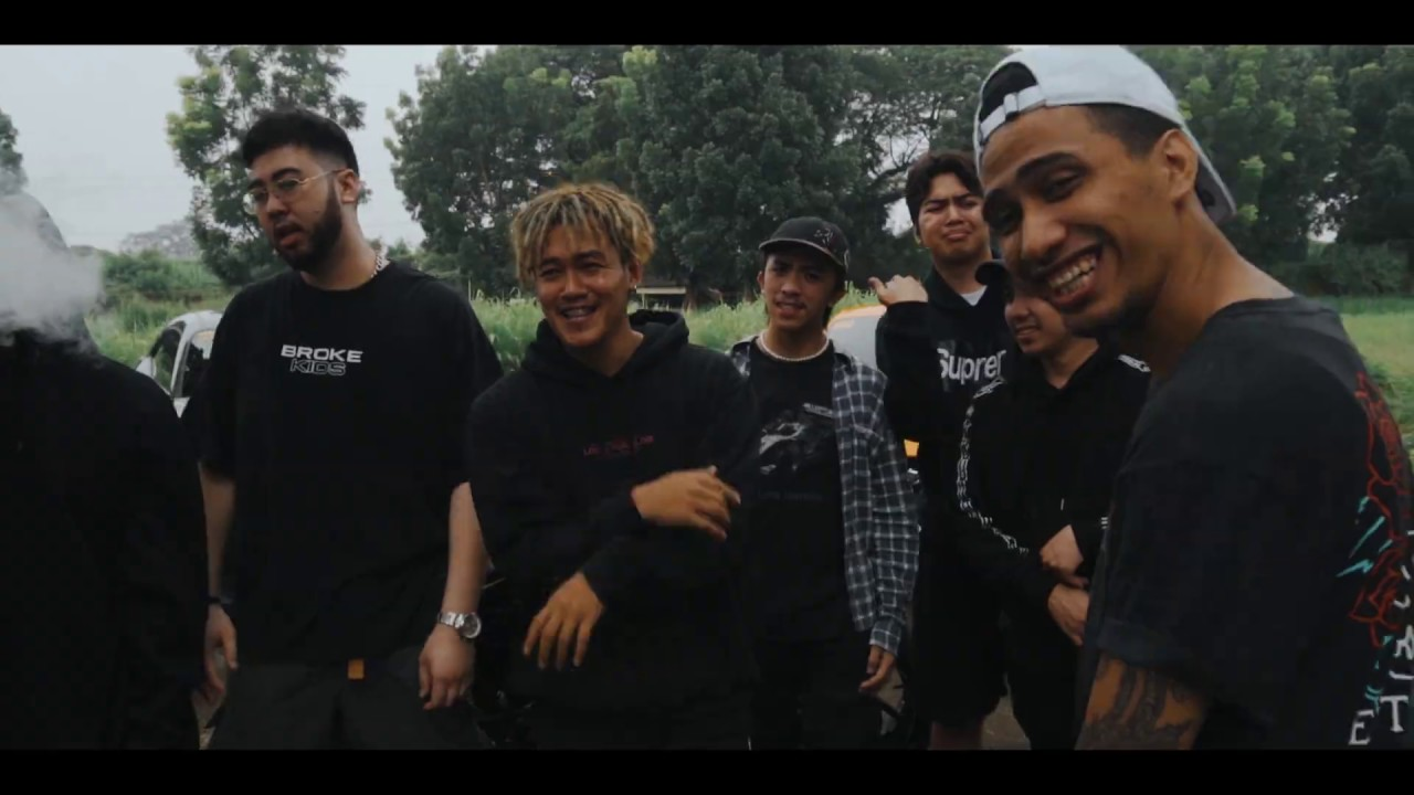"""Sando Gang"" by Akosi Dogie (feat. Weigi, Prettytaco, Gabrang & King Promdi) [Music Video & Lyrics]"