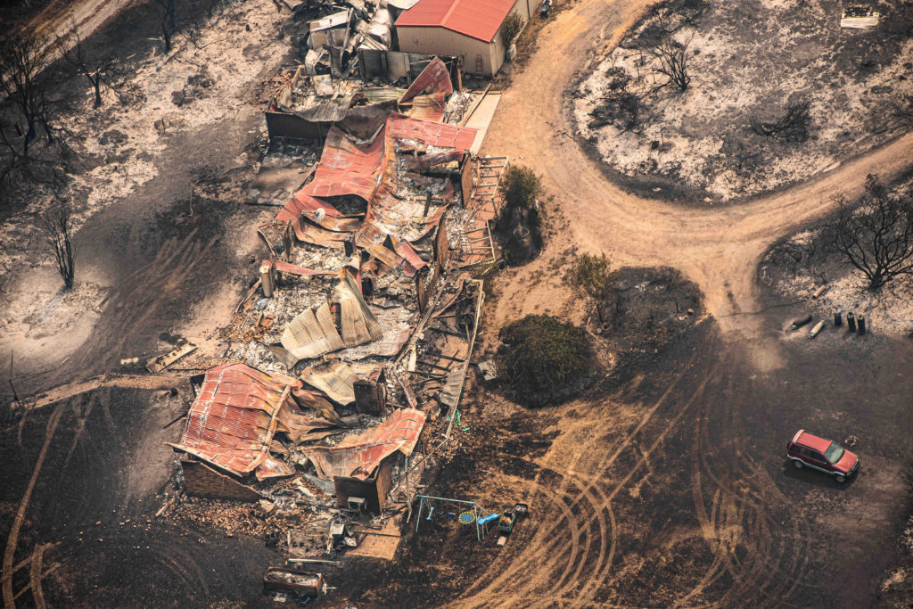 Photo: pbs.org/newshour/world/australia-sends-aid-to-wildfire-towns-as-death-toll-rises