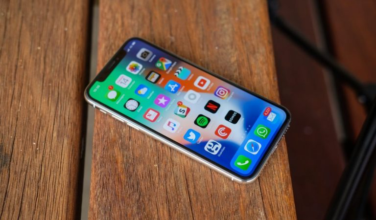 iPhone X: Design and Display