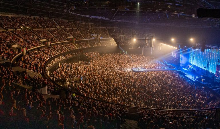 "11,000 People Attended ""Stereophonics Concert"" in UK Amidst Coronavirus Pandemic"